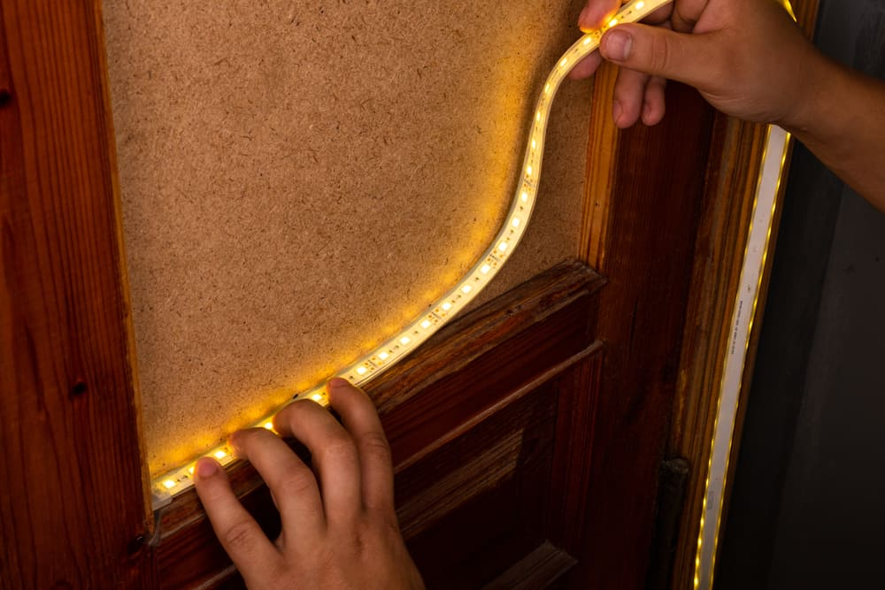 How to Make LED Lights Turn On When the Door Opens